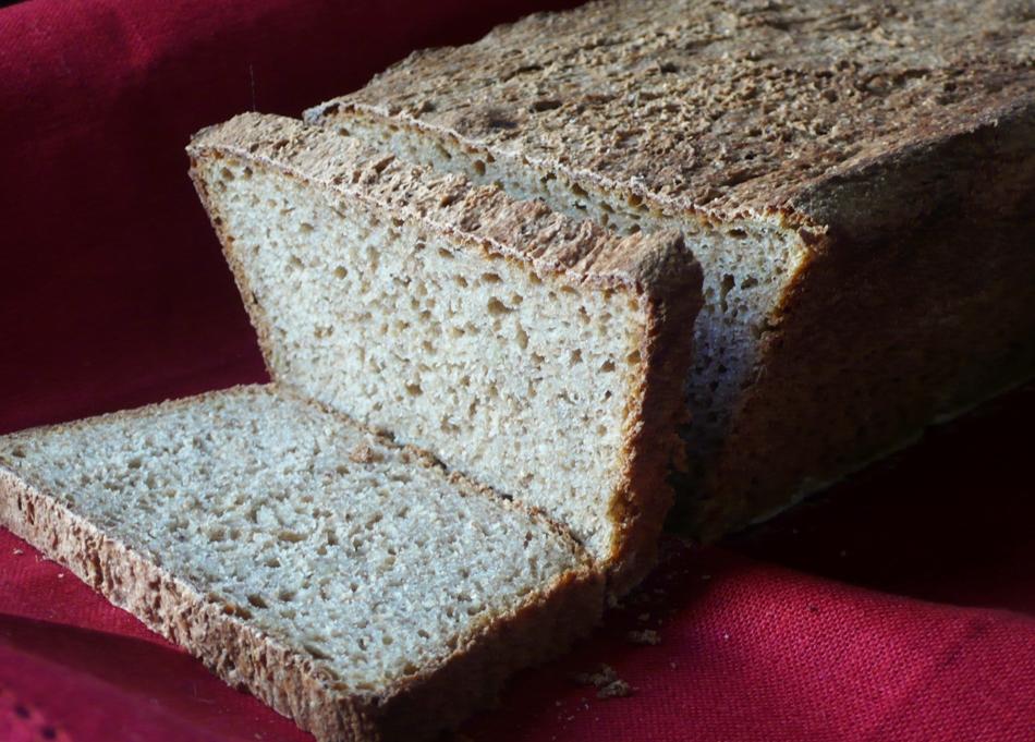 Chleb pszenny razowy z musem jabłkowym