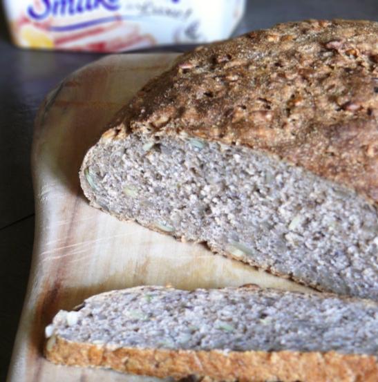 Chleb pełnoziarnisty z dużą ilością ziarna