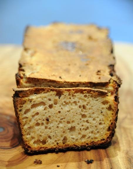 Chleb orkiszowy z rodzynkami na zakwasie