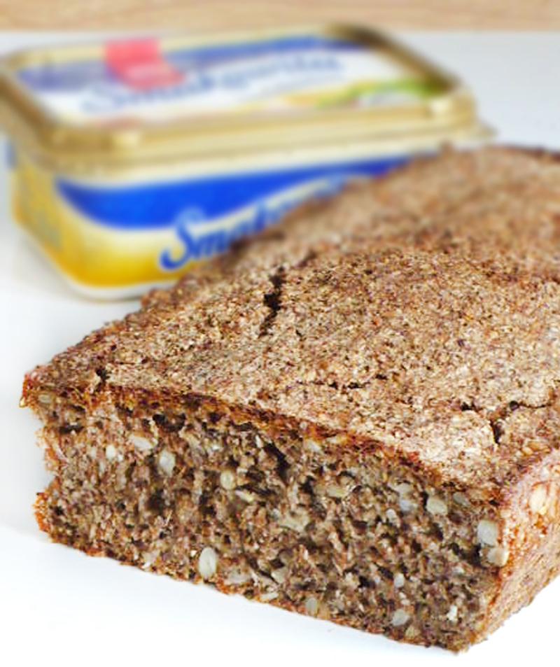Ziarnisty chleb razowy na zakwasie