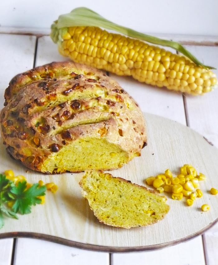 Żółty chleb z kukurydzą