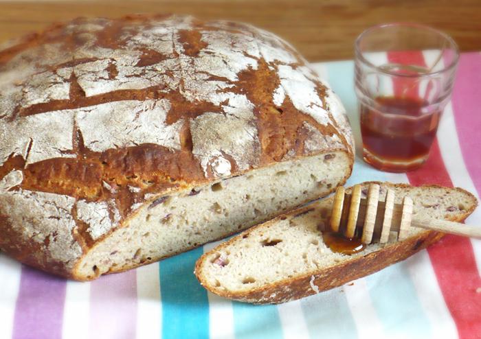Chleb z figami na zakwasie