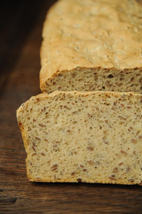 Chleb orkiszowy z siemieniem lnianym