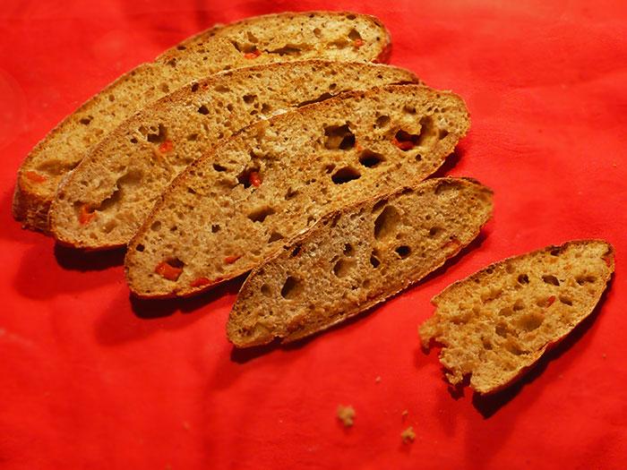 Chleb paprykowy na zakwasie