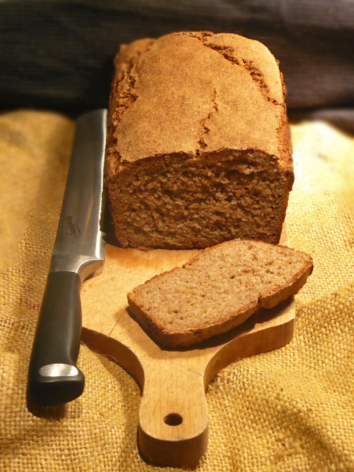 Chleb żytni z jabłkiem na zakwasie