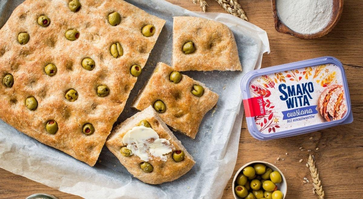 Focaccia z oliwkami na zakwasie