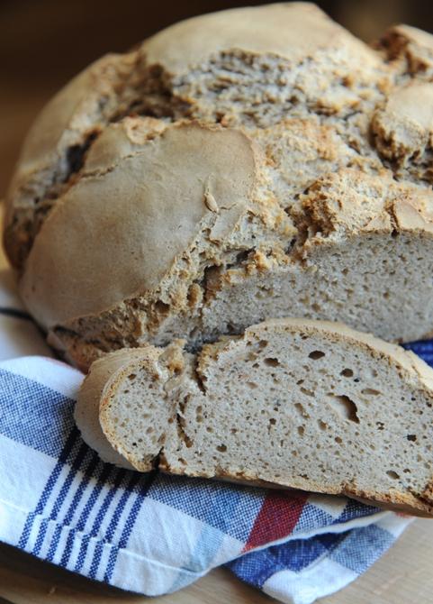 Chleb żytni z syropem klonowym na zakwasie