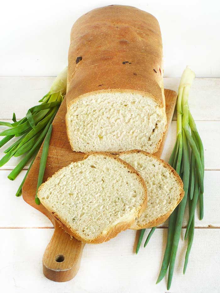 Chleb tostowy z mascarpone i szczypiorkiem