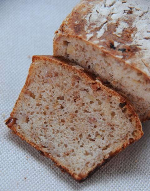 Chleb jabłkowy na zakwasie pszennym
