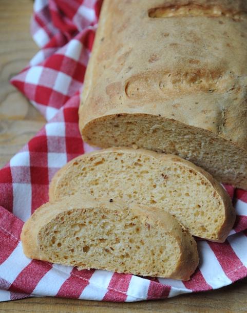 Chleb pszenny z pesto rosso