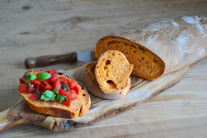 Pomidorowo-bazyliowa ciabatta do bruschetty