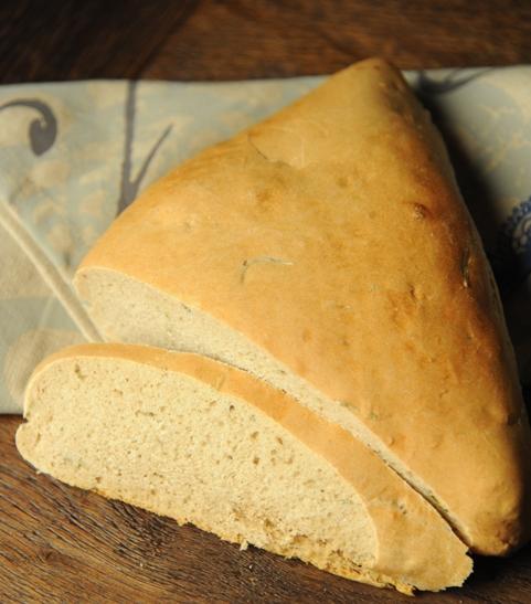 Trójkątny chleb z rozmarynem