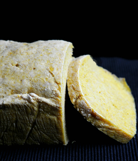 Chleb z kus kusem i kurkumą