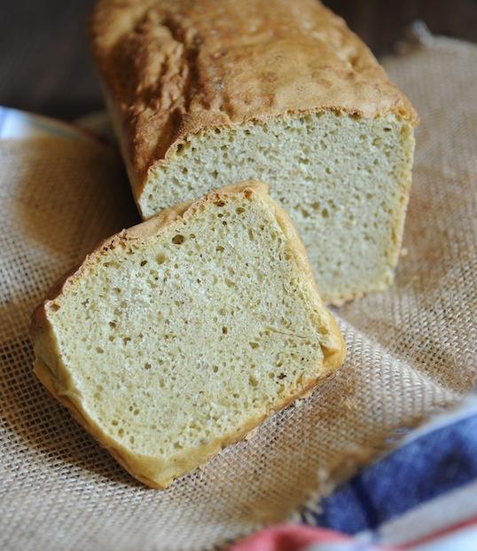 Chleb orkiszowy z pesto z rukoli