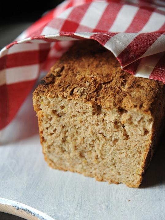 Chleb z karmelizowanym porem i twarożkiem