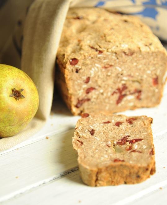Chleb z gruszkami i musli na zakwasie żytnim