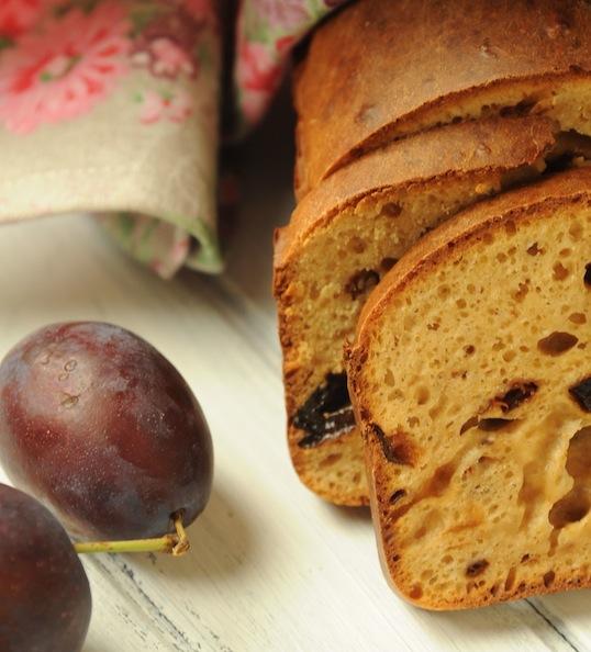Chlebek śliwkowy