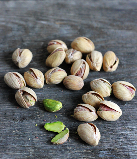 chleb pistacjowy na zakwasie pszennym