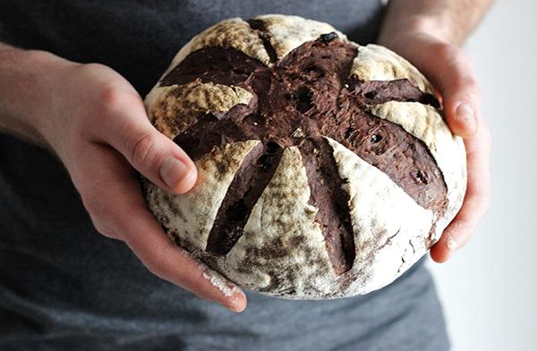 Chleb z czekoladą i żurawiną na zakwasie