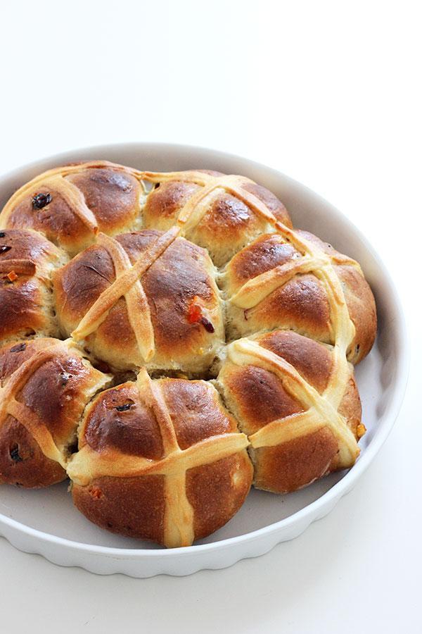 Wielkanocne bułeczki hot cross buns