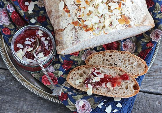 Chleb różany z migdałami na zakwasie pszennym