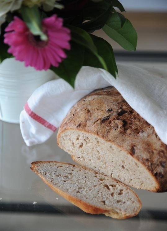 Chleb z karmelizowanymi nerkowcami (na zakwasie)