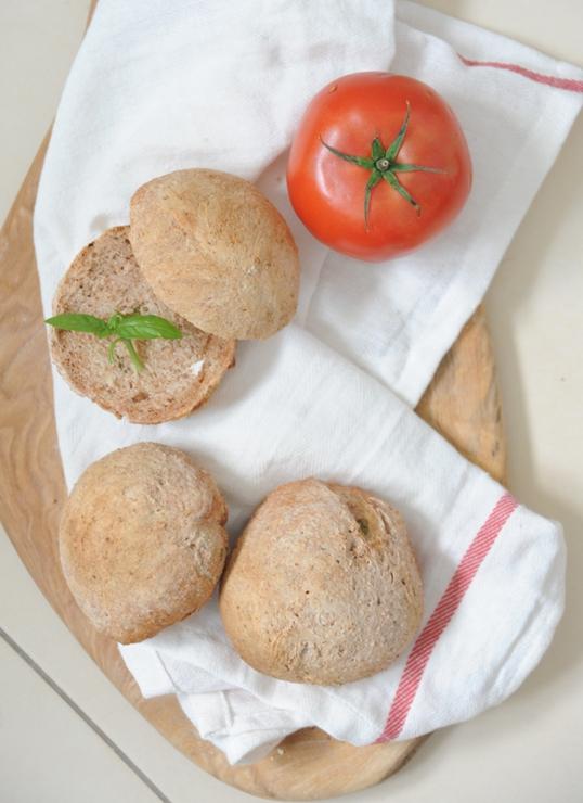 Bułeczki pomidorowo-bazyliowe (na zakwasie)