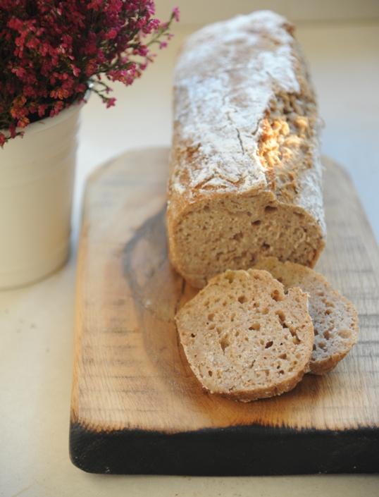 Chleb razowy z musem gruszkowym na zakwasie