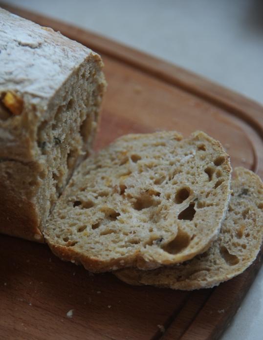 Chleb z batatami i oregano na zakwasie