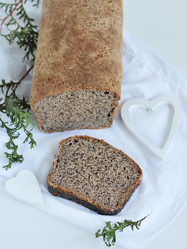 Nocny chleb z makiem na zakwasie