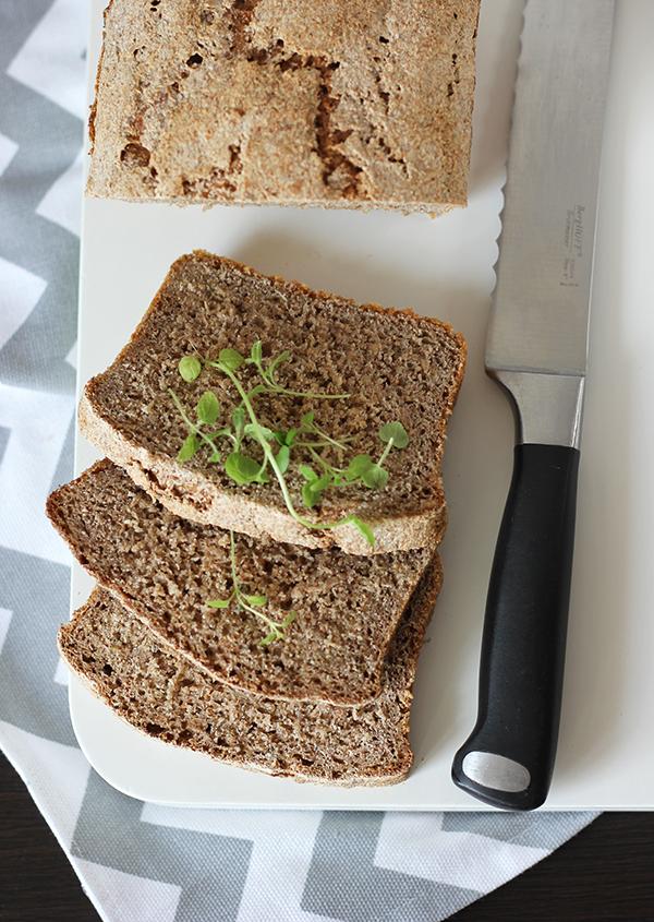 Razowy chleb z oregano na zakwasie