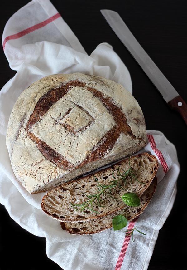 Ziołowy Tartine bread
