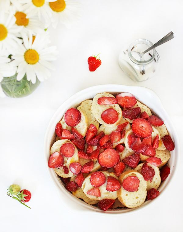 pudding chlebowy z truskawkami