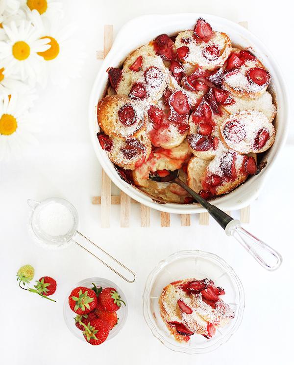 Co zrobić z chleba-pudding chlebowy z truskawkami