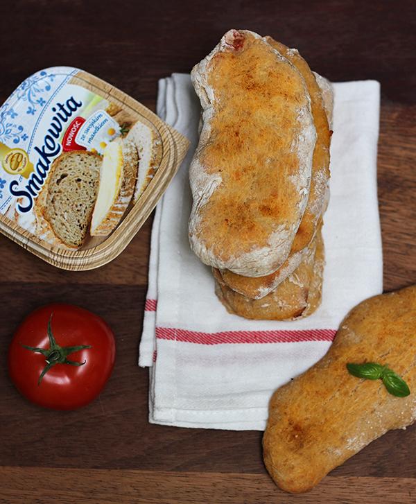 pomidorowe chlebki naan na zakwasie