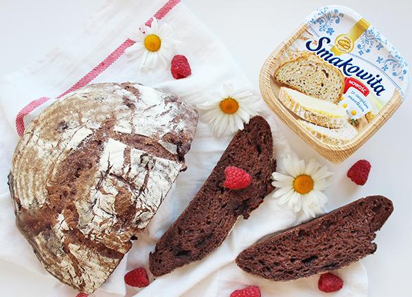 czekoladowy chleb na zakwasie z malinami
