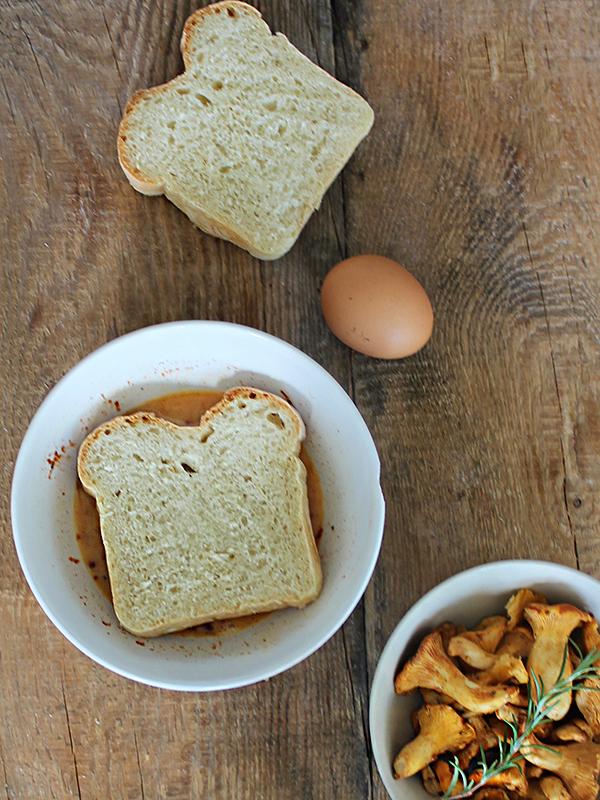 co zrobić z chleba - tosty francuskie z kurkami