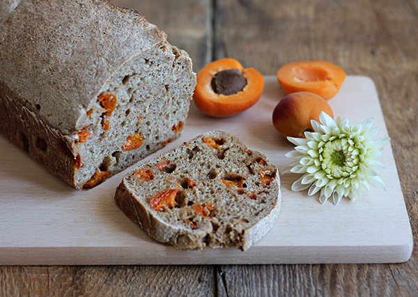 chleb z morelami na zakwasie