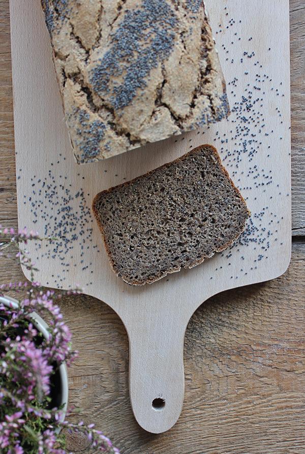 Chleb żytnio-gryczany z makiem na zakwasie