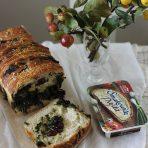 Chleb do odrywania ze szpinakiem, żurawiną i kozim serem