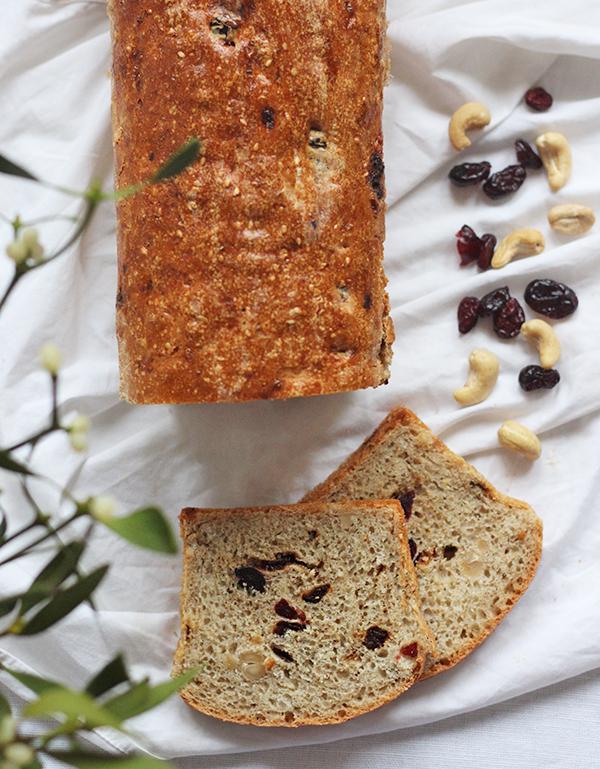 Orkiszowy chleb bakaliowy
