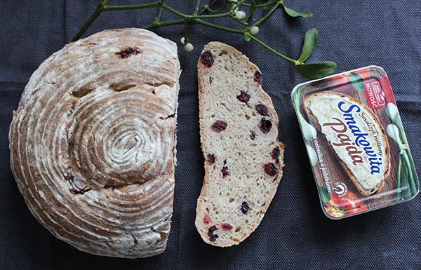 chleb pszenno-orkiszowy z żurawiną na zakwasie