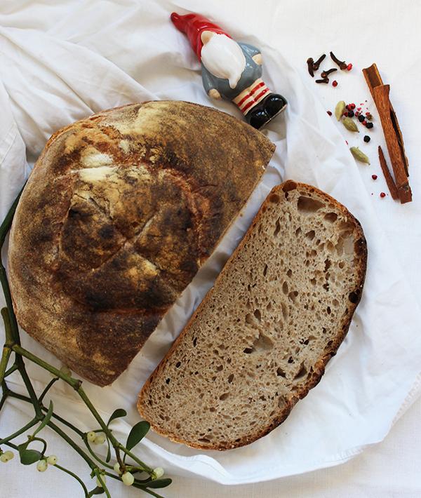 Korzenny Tartine bread