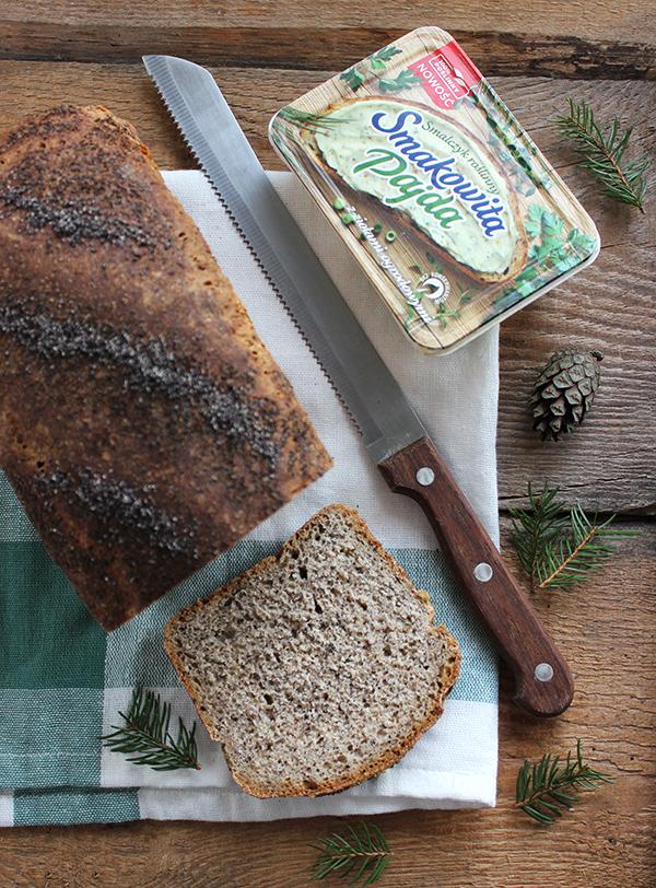 Chleb z makiem i miodem na zakwasie