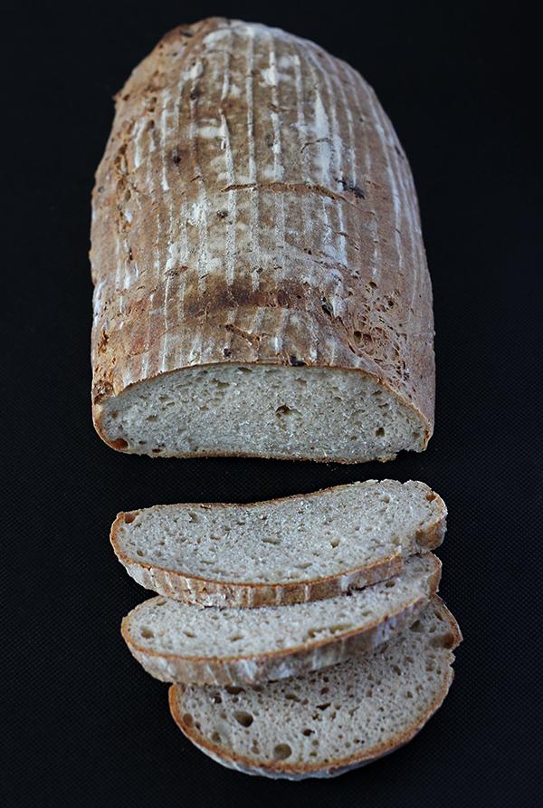 Chleb z serkiem wiejskim na zakwasie