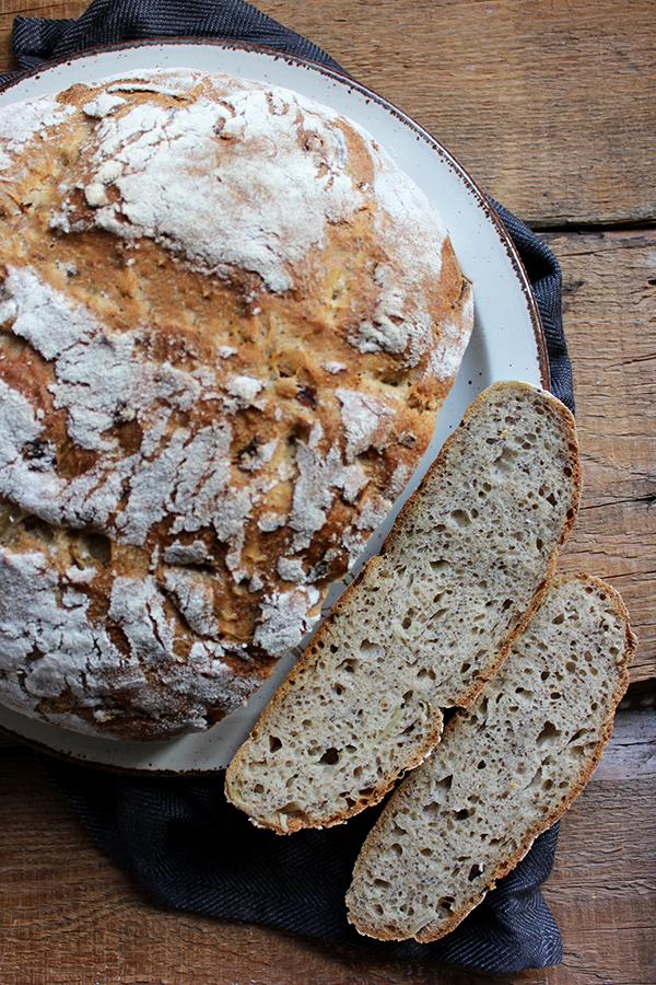 chleb cebulowy z makiem na zakwasie