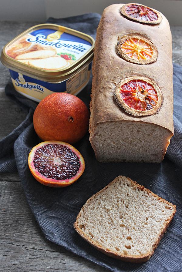 Pomarańczowy chleb tostowy na zakwasie