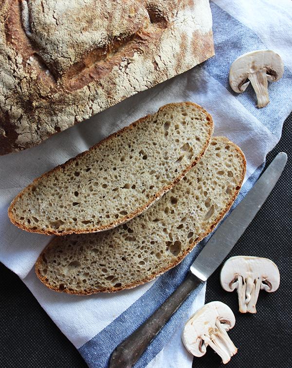 Chleb orkiszowy z pieczarkami na zakwasie