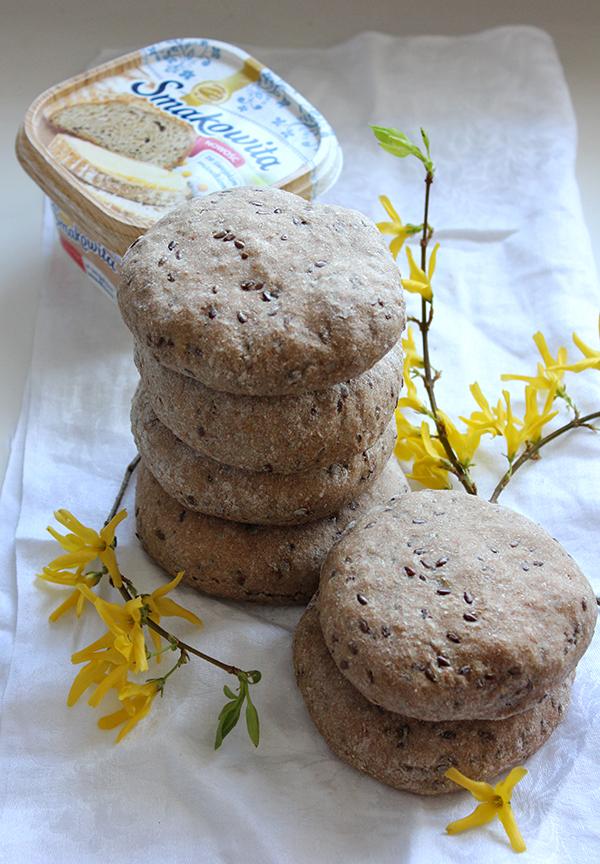 Pełnoziarniste chlebki pita z siemieniem lnianym
