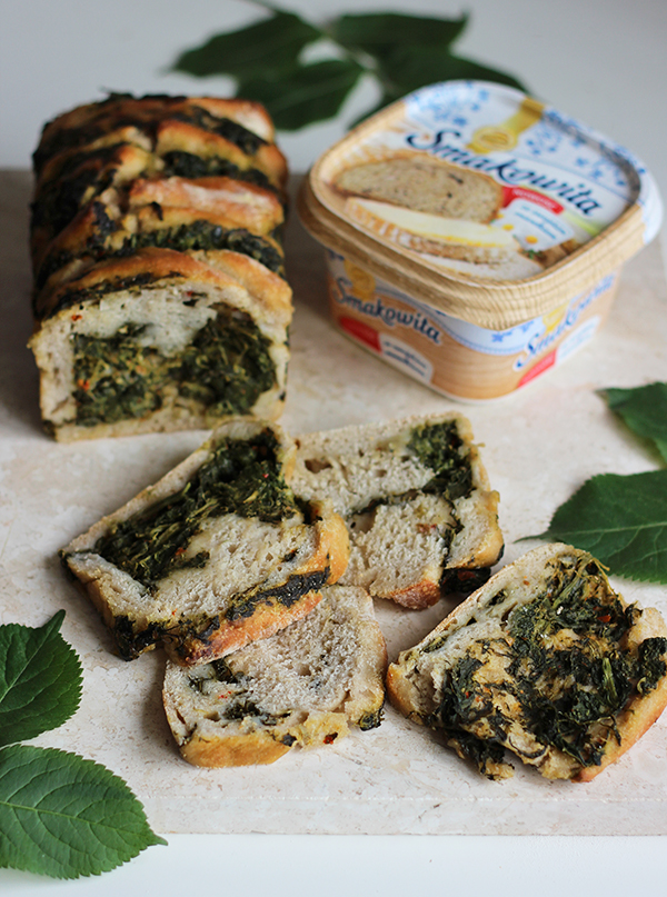 Odrywany chleb na zakwasie ze szpinakiem
